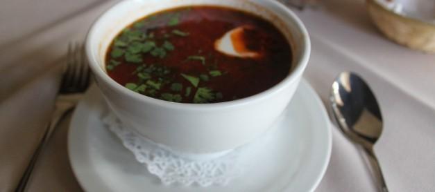 다때려 넣고 먹는 돌멩이 스푸 민담의 주인공 보르쉬