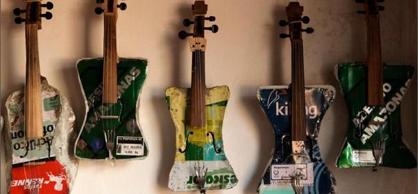 쓰레기더미에서 만든 바이올린으로 희망을 연주한다