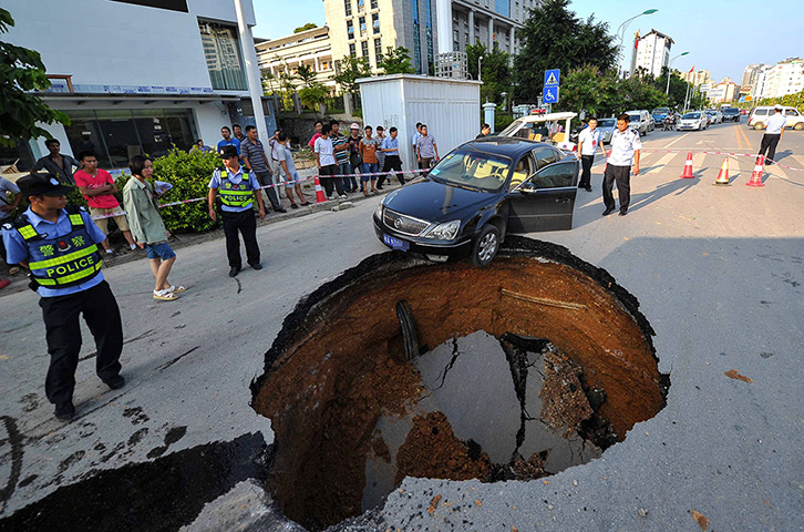 Nanjing, China: A driver had a lucky escape when he narrowly managed to avo