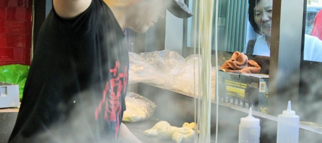 중국 간쑤성 란저우의 대표 면 우육면 (牛肉面) – 거울 처럼 맑은 육수와 쫄깃한 수타 면발